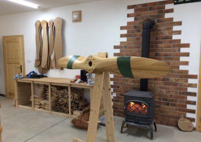 Avia 240cm, jasan, saténový lak, plátno, před výrobou mosazného kování